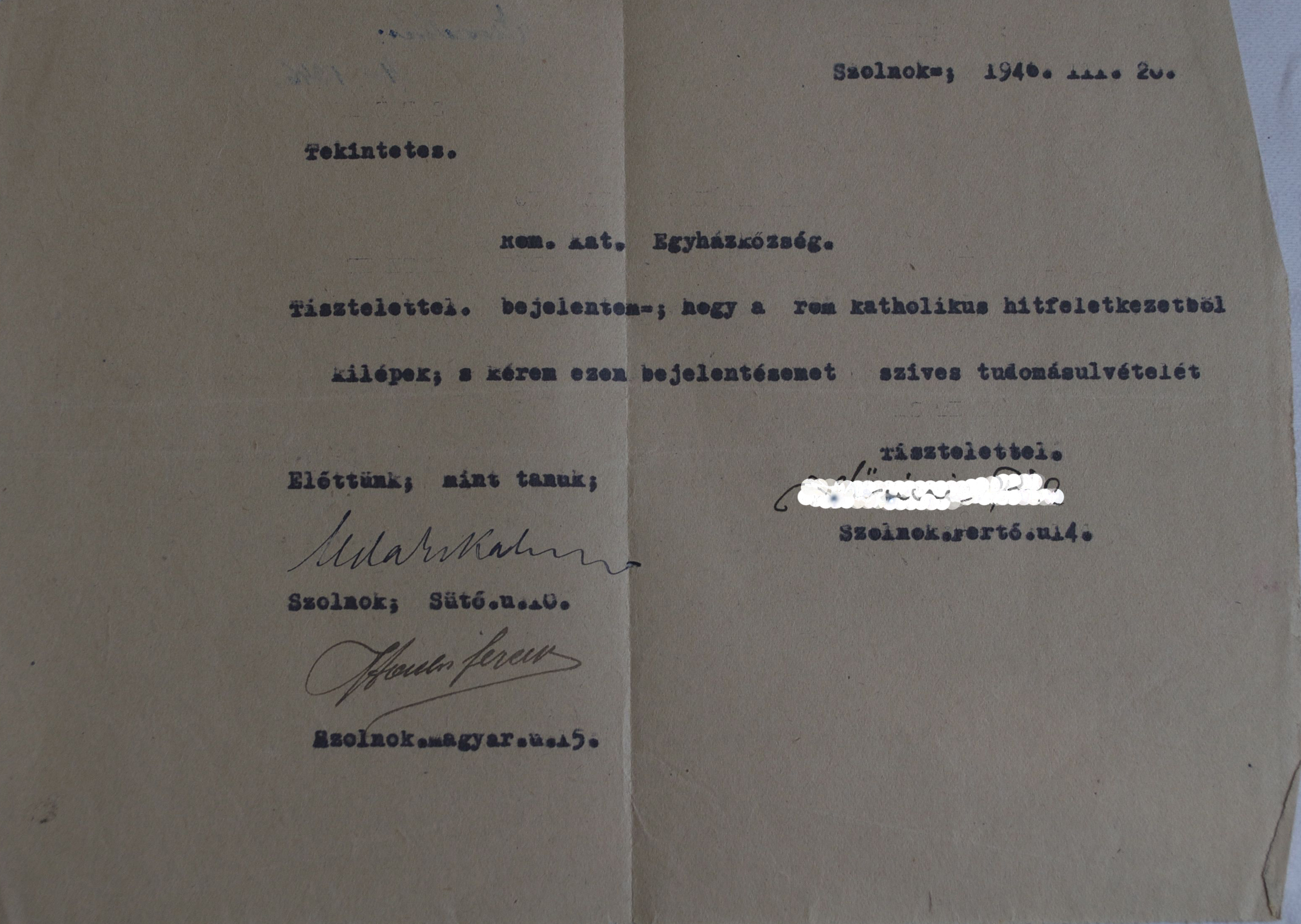 A survivor declares that s/he wishes to leave the Roman Catholic Church. S/He most probably converted to Christianity during the Holocaust in an attempt to save his/her life and wanted to return to his/her original faith after the war. The document is held by the Szolnok Jewish Community.