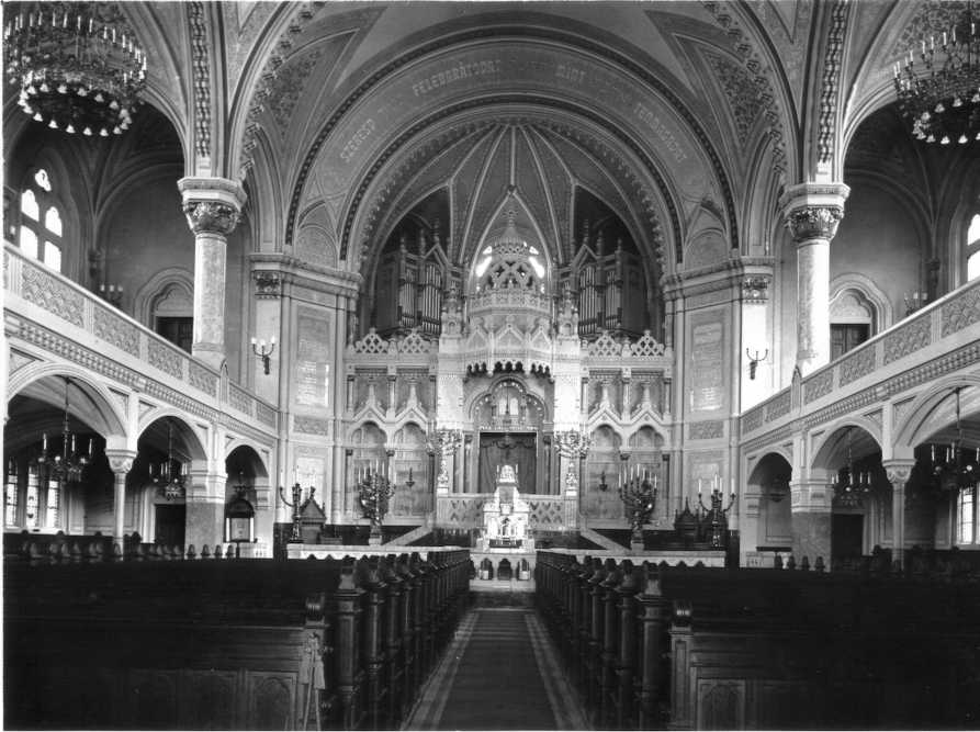 The interior before 1945